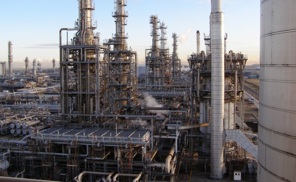 Oil refinery e1451994873358 - Nigeria targets 1 million bpd refineries production