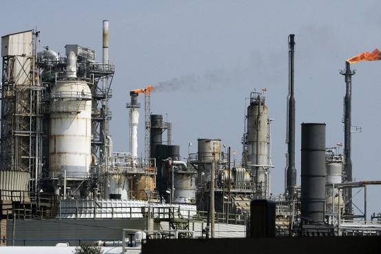 refinery2 e1451994806868 - Opinion: Fed Govt should hands off refineries – Olafemi