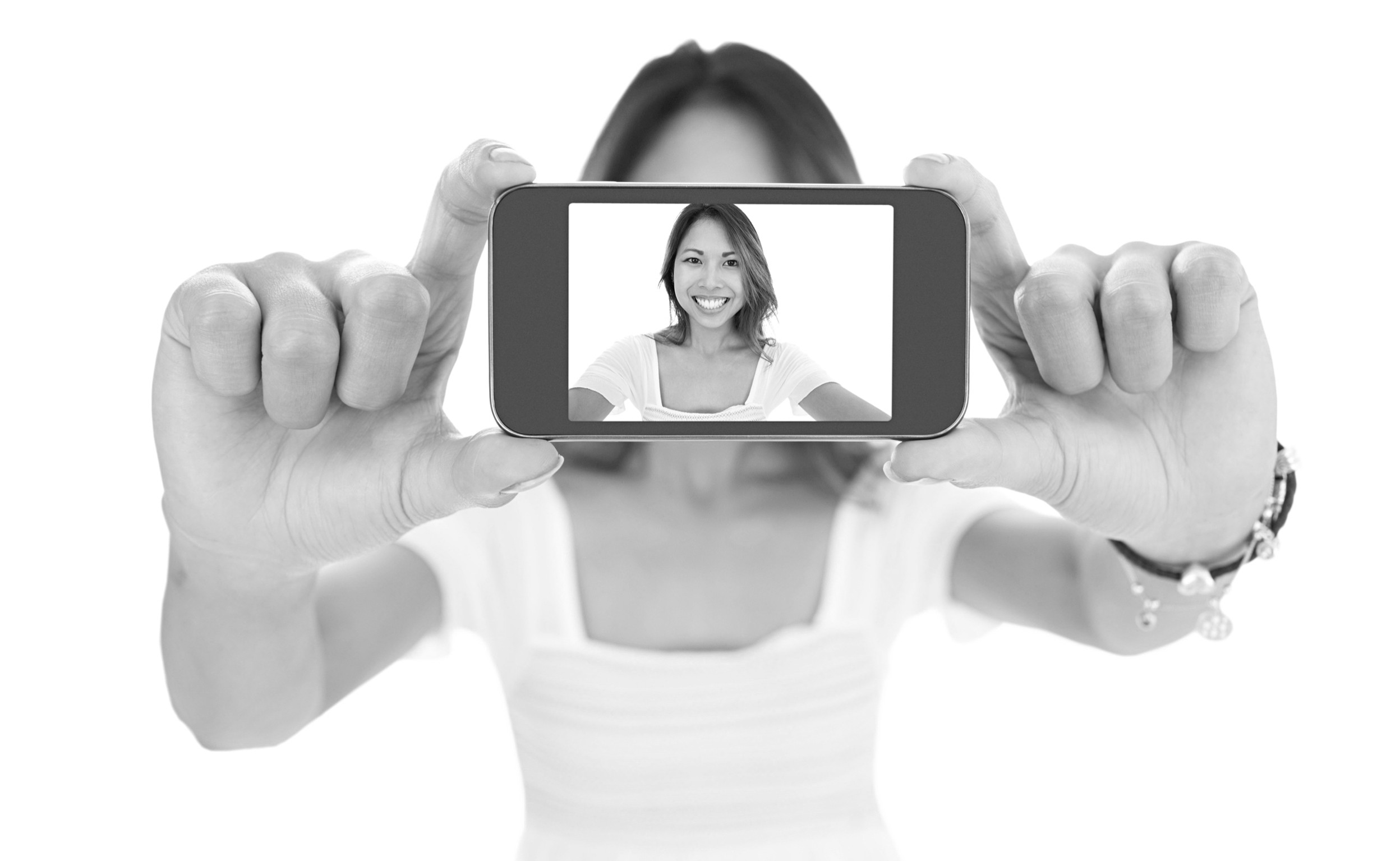 selfie e1458122946514 - Amazon wants to replace 'awkward passwords' with smiling selfies