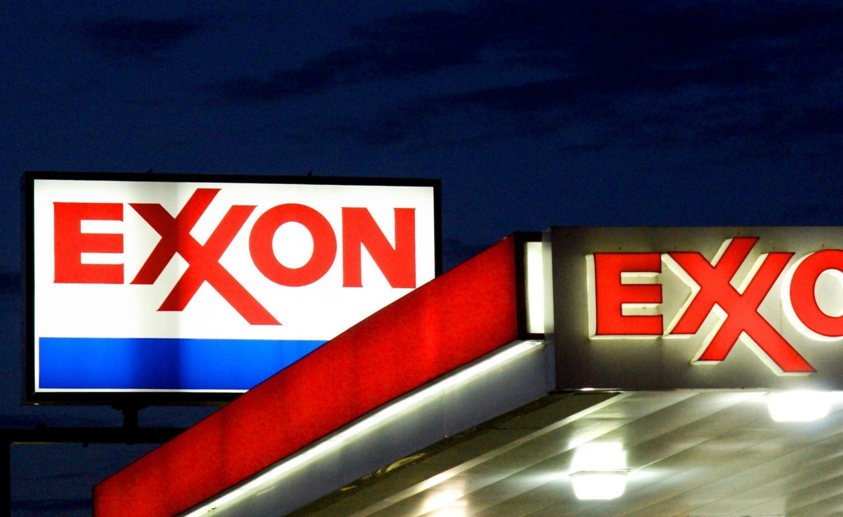 """(FILES) An Exxon sign is seen at a station in this September 20, 2008 file photo in Manassas, Virginia. US oil giant ExxonMobil on July 31, 2014 reported higher second-quarter profits despite pumping less oil and gas than it did a year ago. Exxon, the biggest US oil company and the second-largest US company in terms of market capitalization after Apple, said earnings came in at $8.8 billion, up 28 percent from the year-ago level. """"ExxonMobil's financial results were achieved through strong operational performance and portfolio management,"""" said chief executive Rex Tillerson. """"We continue to enhance shareholder value by funding capital projects and delivering robust shareholder returns through dividends and share purchases."""" Results translated into earnings per share of $2.05, 19 cents above analyst forecasts.AFP PHOTO/Karen BLEIER/FILESKAREN BLEIER/AFP/Getty Images ** OUTS - ELSENT, FPG - OUTS * NM, PH, VA if sourced by CT, LA or MoD **"""