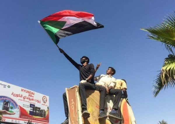 Sudan protesters rally outside army headquarters for 2nd day